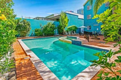 aquarius-gold-coast-pool