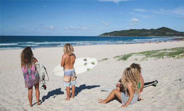 byron-bay-schoolies-surfing